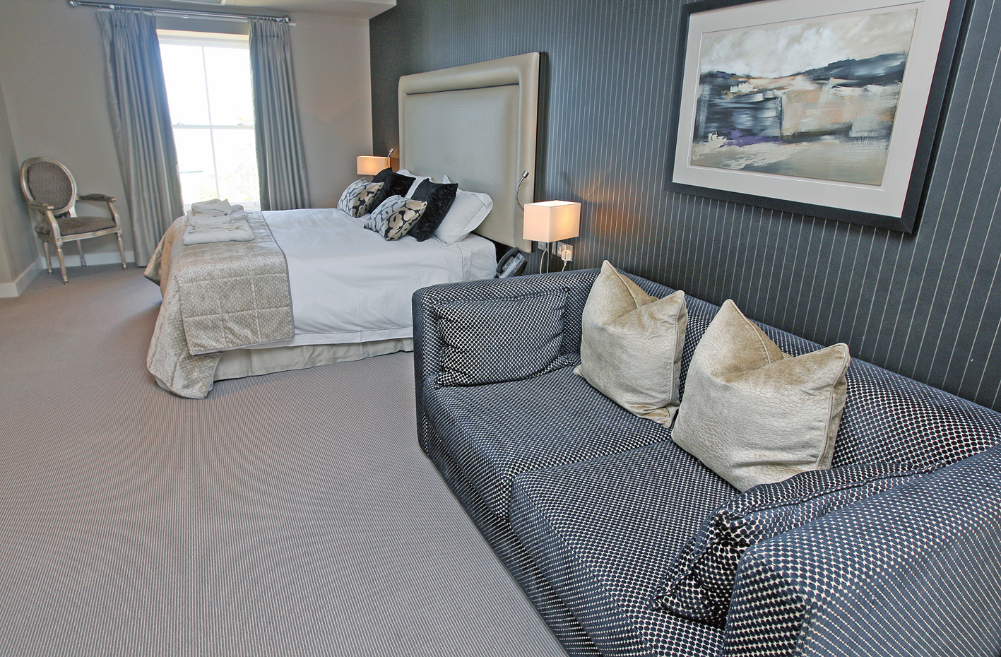 LlawnrocRm11h 16/06/2016 Room 11, a generous dual aspect suite room with sea views and a large bathroom with a separate shower and bath. This suite can be made as a double or twin room. This suite can be made as a double or twin room.