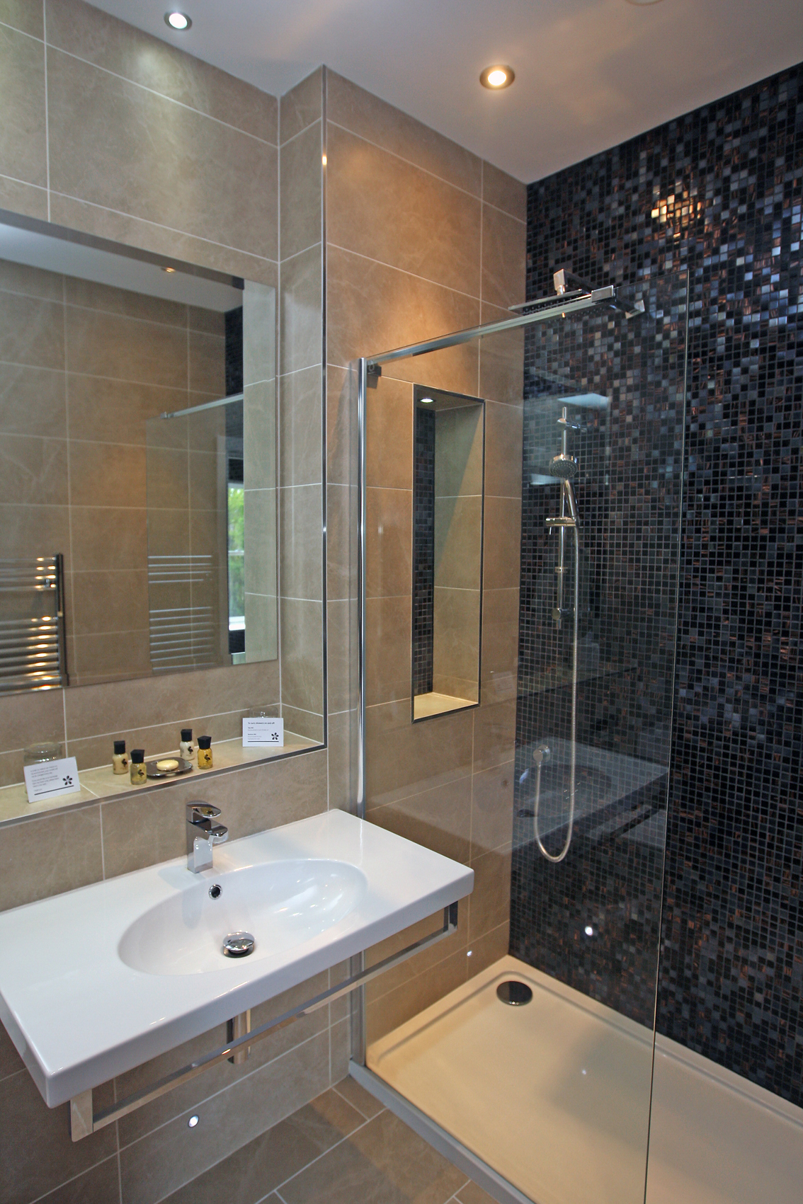 LlawnrocRm11k 16/06/2016 Room 11, a generous dual aspect suite room with sea views and a large bathroom with a separate shower and bath. This suite can be made as a double or twin room.